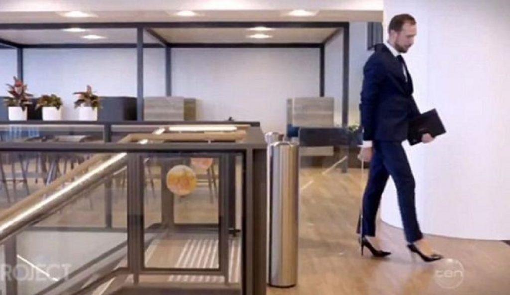 Αυστραλία: 30χρονος τραπεζίτης φοράει γόβες στο γραφείο γιατί «αισθάνεται ισχυρός» (vid) | Pagenews.gr