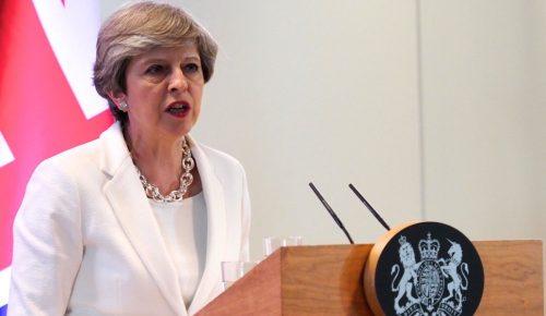 Βρετανία: Η Τερέζα Μέι απειλεί με πρόωρες εκλογές | Pagenews.gr