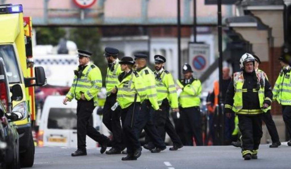 Συναγερμός στη Βρετανία – Κλείνουν όλα τα σχολεία μετά από απειλές για επιθέσεις | Pagenews.gr