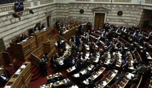 Πρόταση μομφής: Σε υψηλούς τόνους η συζήτηση στη Βουλή | Pagenews.gr