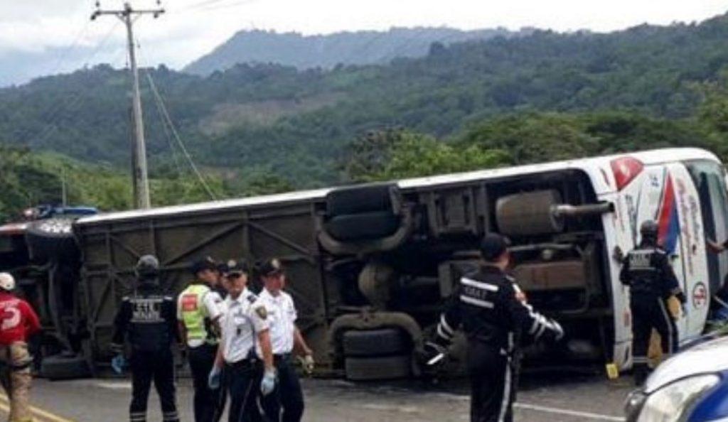 Δώδεκα νεκροί σε δυστύχημα με λεωφορείο στον Ισημερινό | Pagenews.gr