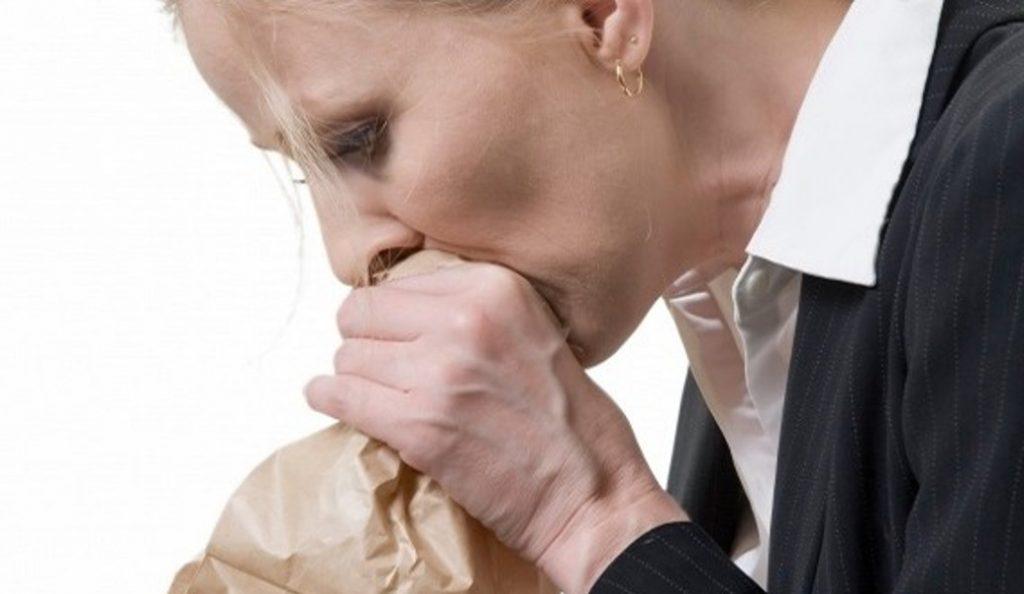 Κρίση πανικού: Τα συμπτώματα που «χτυπούν» καμπανάκι | Pagenews.gr