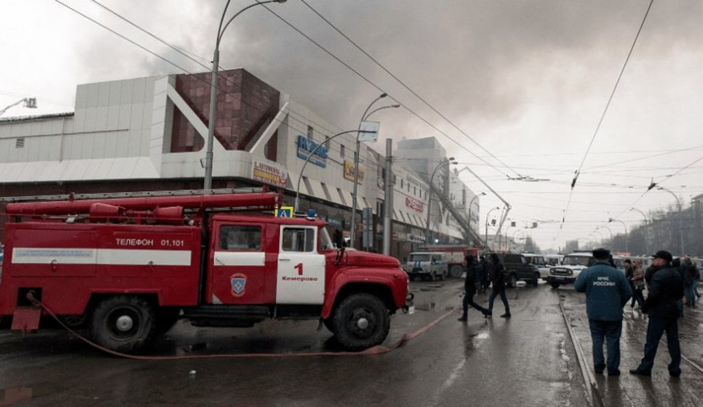 Ρωσία: 41 παιδιά ανάμεσα στους 64 νεκρούς στο φλεγόμενο εμπορικό κέντρο | Pagenews.gr