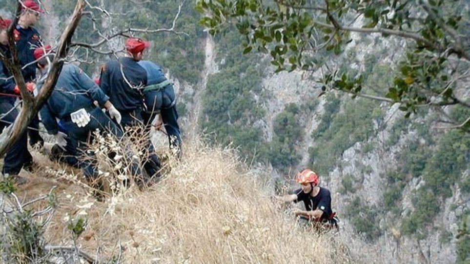 Αράχωβα: Νεκρός ανασύρθηκε ο 30χρονος που έπεσε σε γκρεμό | Pagenews.gr
