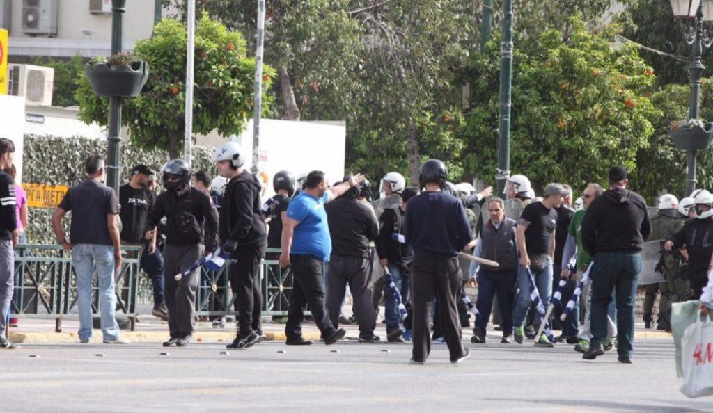 Επεισόδια μεταξύ οπαδών του Ολυμπιακού και Αστυνομίας στον Πειραιά | Pagenews.gr