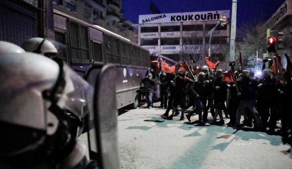 Επεισόδια στη Θεσσαλονίκη στη συγκέντρωση του ΠΑΜΕ λίγη ώρα πριν την ομιλία του Πρωθυπουργού (vid) | Pagenews.gr
