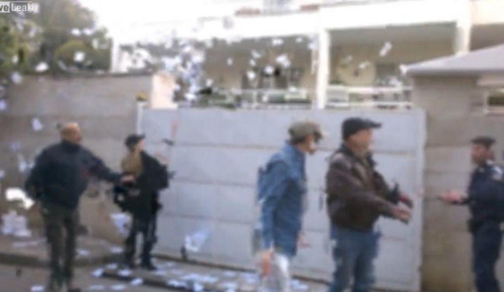 Η στιγμή της παρέμβασης του Ρουβίκωνα στο σπίτι της πρέσβειρας του Ισραήλ (vid)   Pagenews.gr