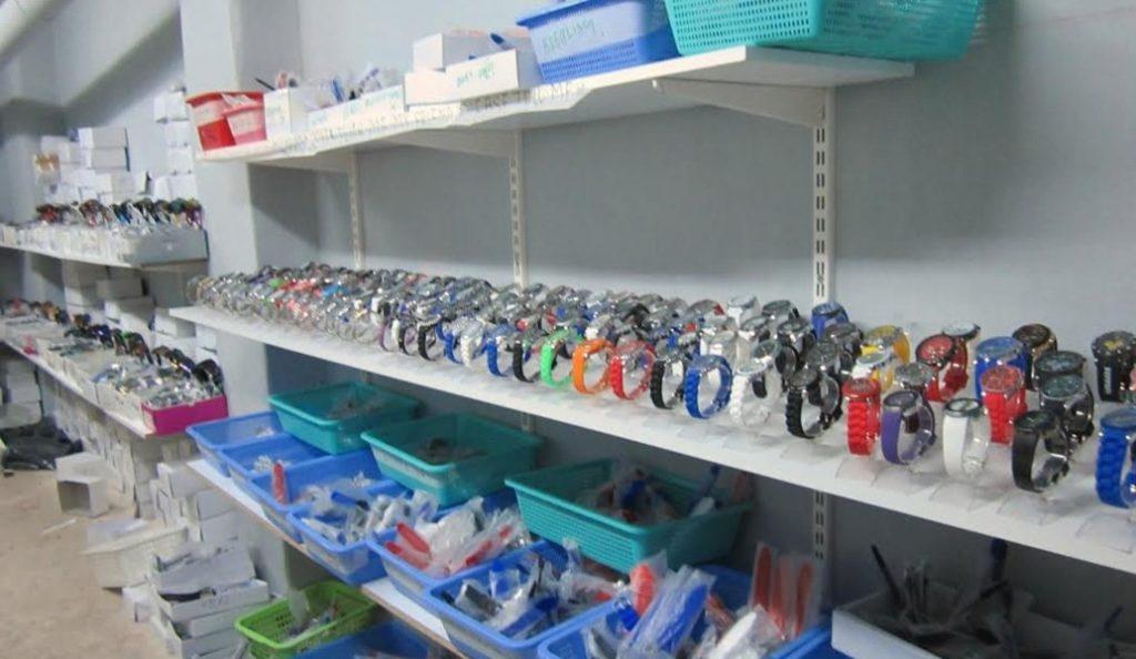 Εντόπισαν 7 τόνους προϊόντα μαϊμού στον Πειραιά   Pagenews.gr