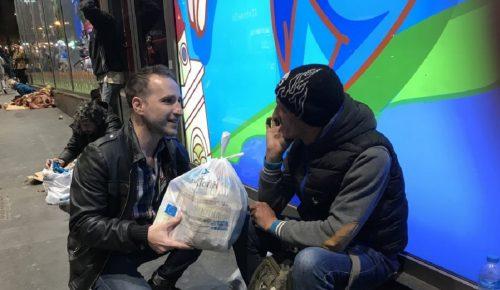 Η «Αποστολή» της Ιεράς Αρχιεπισκοπής Αθηνών μοίρασε τρόφιμα σε άστεγους | Pagenews.gr