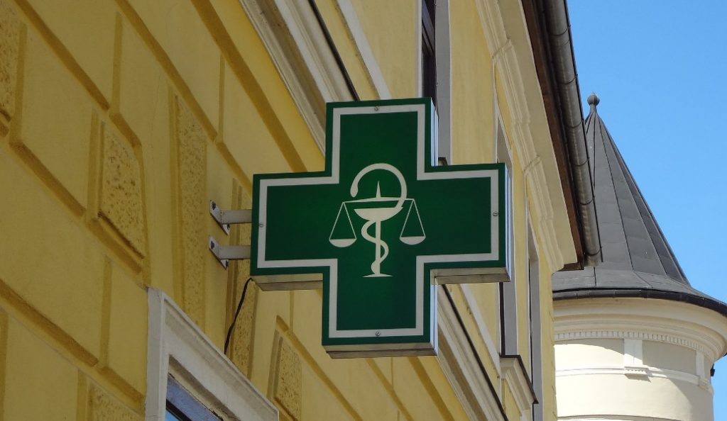 Έξω φρενών οι φαρμακοποιοί για την απαγόρευση διάθεσης φαρμάκων άνω των 1.000 ευρώ | Pagenews.gr