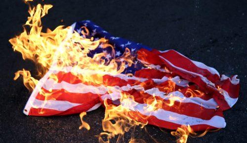 ΚΚΕ και εξωκοινοβουλευτική Αριστερά έκαψαν σημαίες των ΗΠΑ (pics)   Pagenews.gr