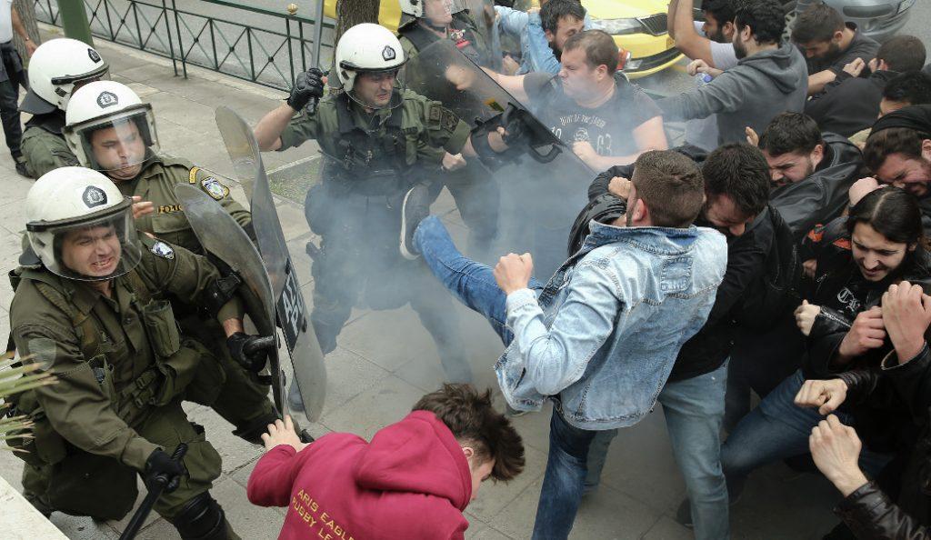 Σε συλλήψεις μετατράπηκαν οι προσαγωγές από το αντιπολεμικό συλλαλητήριο | Pagenews.gr