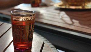 Πώς να φτιάξετε το παραδοσιακό τσάι μέντας του Μαρόκου | Pagenews.gr