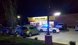 Τενεσί: Πελάτης αφόπλισε τον γυμνό δράστη της δολοφονικής επίθεσης (pic) | Pagenews.gr