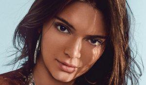 Η Κένταλ Τζένερ μας δείχνει τα οπίσθιά της φορώντας ένα αποκαλυπτικό μαγιό (pic) | Pagenews.gr