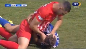 Λαβή… ελληνορωμαϊκής μεταξύ παικτών στο Πανσερραϊκός-Αιγινιακός | Pagenews.gr
