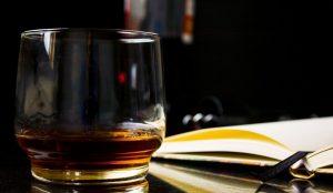 Τα πιο ακριβά ουίσκι στον κόσμο: 1,2 εκατ. δολάρια για δύο μπουκάλια Macallan | Pagenews.gr