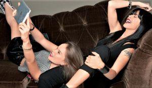 Η κόρη της Ίνας Λαζοπούλου κληρονόμησε το σεξαπίλ της μαμάς της (pics)   Pagenews.gr
