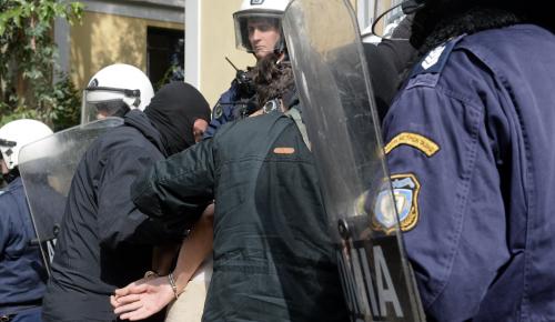Γιγαντιαία επιχείρηση της Αντιτρομοκρατικής – Συνέλαβαν άτομα που χρηματοδοτούσαν τρομοκράτες | Pagenews.gr
