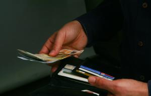 Αφορολόγητο 2018: Χαράτσι 22% σε όσους δεν καλύψουν τις αγορές με κάρτες | Pagenews.gr