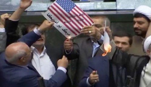 Ιράν: Έκαψαν σημαία των ΗΠΑ μέσα στο Κοινοβούλιο – Θάνατος στην Αμερική (vid) | Pagenews.gr