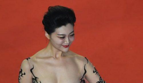 Άγνωστη εμφανίστηκε γυμνόστηθη σε πρεμιέρα στις Κάννες | Pagenews.gr