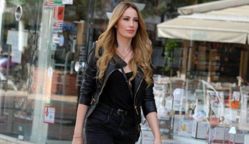 Η Στέλλα Γιάμπουρα με διχτυωτό καλσόν και σορτσάκι στην Γλυφάδα (pics) | Pagenews.gr