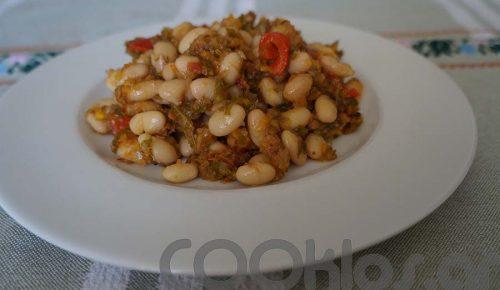 Η συνταγή της Ημέρας: Φασόλια με μαϊντανό και ντομάτα στο φούρνο | Pagenews.gr