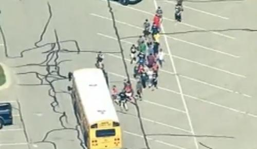Ιντιάνα: Πανικός σε σχολείο από εισβολή ενόπλου (vids) | Pagenews.gr