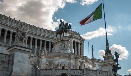 Spiegel: Η Ιταλία αυτοκαταστρέφεται και παρασύρει και την Ευρώπη | Pagenews.gr
