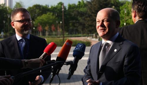 Όλαφ Σολτς για απόφαση Eurogroup: Η Ελλάδα θα σταθεί και πάλι στα πόδια της   Pagenews.gr