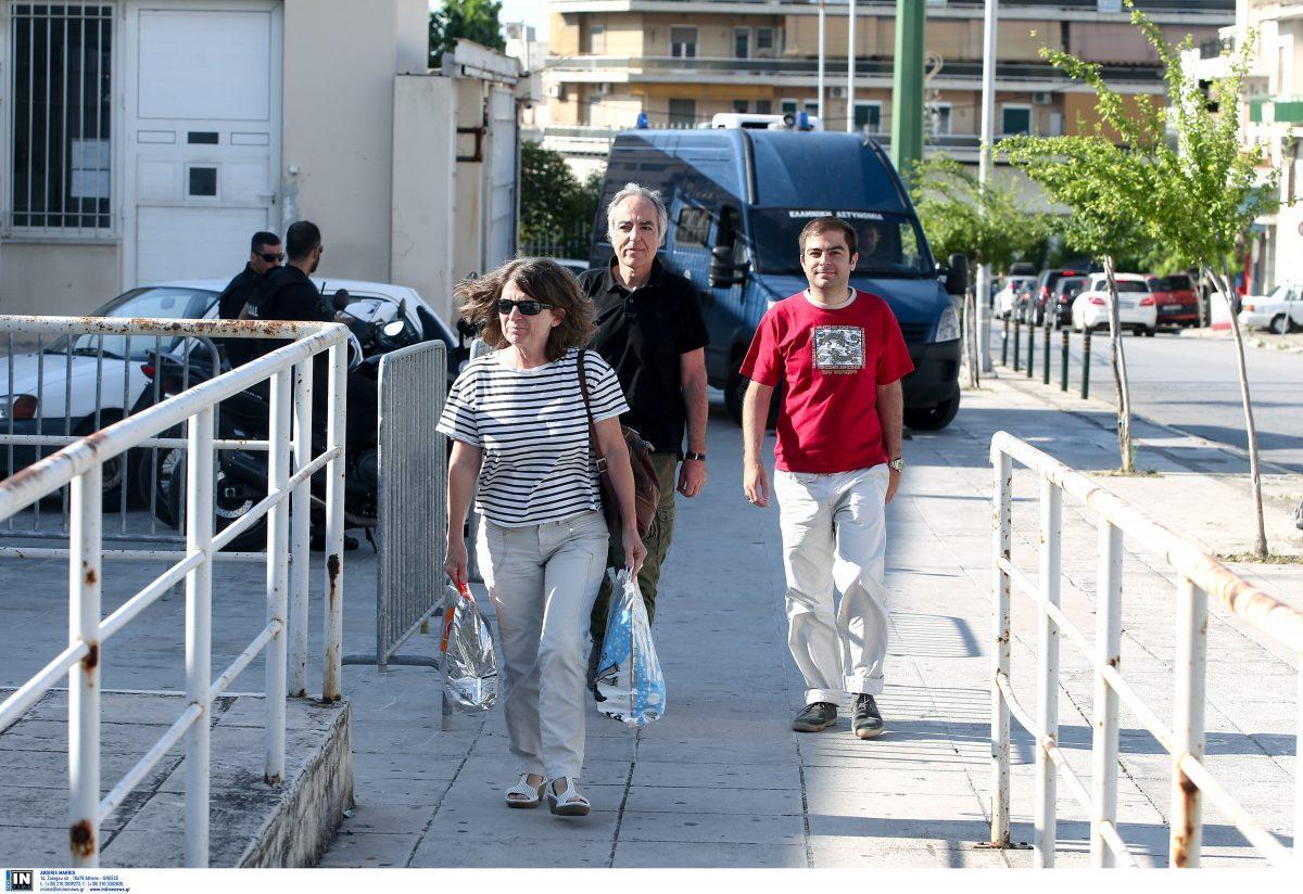 Δημήτρης Κουφοντίνας: Επέστρεψε στις φυλακές μετά τη νέα διήμερη άδεια (pics) | Pagenews.gr