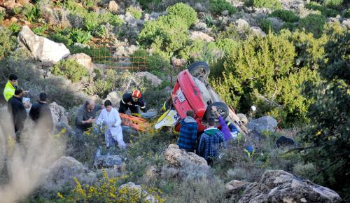 Ξέφυγε από το δρόμο και έπεσε με το αυτοκίνητο στη θάλασσα (pics) | Pagenews.gr