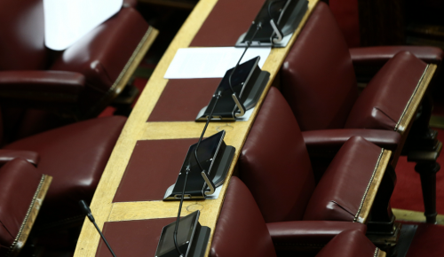 Βουλή – Πρόταση δυσπιστίας: «Μάχη» με απόρρητα έγγραφα για το Σκοπιανό   Pagenews.gr