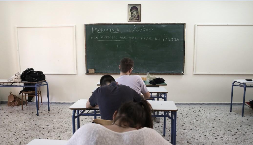 Ο Γαβρόγλου απαγόρευσε τα κινητά στα σχολεία – Όλη η εγκύκλιος | Pagenews.gr