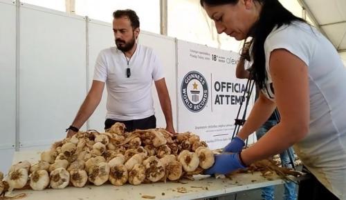 Ορεστιάδα: Ρεκόρ Γκίνες για μία πλεξούδα σκόρδα (vid) | Pagenews.gr
