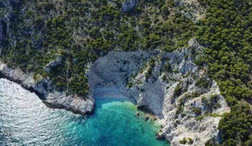 X-Beach: Η μαγευτική παραλία στον Κορινθιακό που είναι μικρογραφία του Ναυαγίου στη Ζάκυνθο (vid)   Pagenews.gr