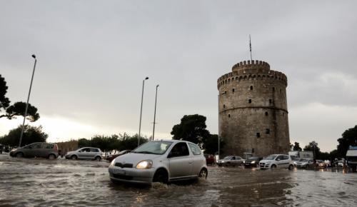 Θεσσαλονίκη: Σφοδρή καταιγίδα «έπνιξε» την πόλη (pics)   Pagenews.gr