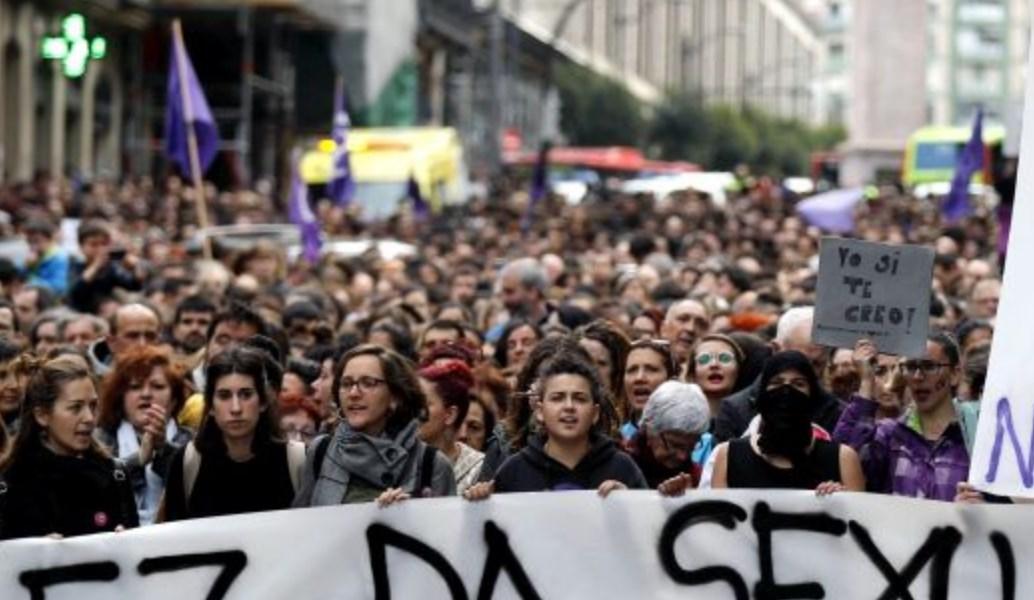 Ισπανία: Οργή για την αποφυλάκιση  πέντε ανδρών που κατηγορήθηκαν για ομαδικό βιασμό   Pagenews.gr