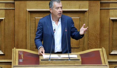 Σκοπιανό: Άγριος καυγάς με ψηλοτάκουνα στη Βουλή (vid) | Pagenews.gr