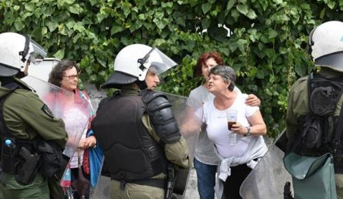 Ξύλο στους δρόμους της Κέρκυρας για τον ΧΥΤΑ (pics) | Pagenews.gr