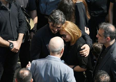 Κηδεία Γιαννακόπουλου: Η σορός του έφυγε από τη Μητρόπολη – «Παύλο ζεις εσύ μας οδηγείς» | Pagenews.gr