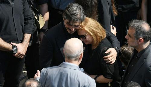 Κηδεία Γιαννακόπουλου: Η σορός του έφυγε από τη Μητρόπολη – «Παύλο ζεις εσύ μας οδηγείς»   Pagenews.gr