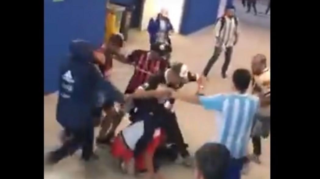 Αργεντινοί φίλαθλοι σαπίζουν στο ξύλο Κροάτες (vid) | Pagenews.gr