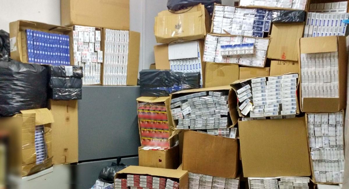 Τρεις συλλήψεις για λαθραία τσιγάρα – Τα μοίραζαν στο κέντρο της Θεσσαλονίκης | Pagenews.gr