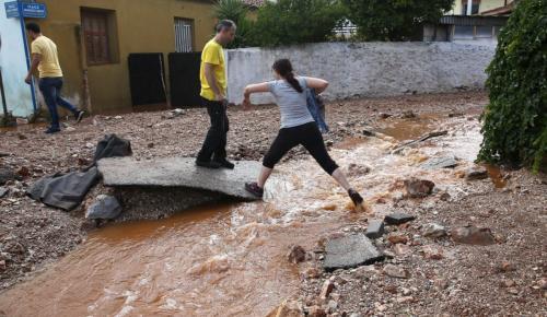 Μάνδρα: Ακόμα μία νύχτα τρόμου για τους πολίτες (pics) | Pagenews.gr