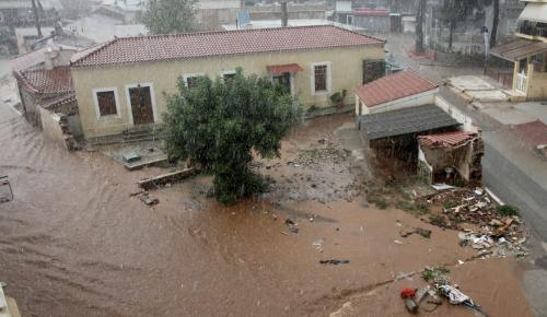 Μάνδρα: Μετρούν τις πληγές τους (pics) | Pagenews.gr