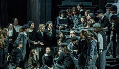 Οι Νέοι της Όπερας και η Παιδική Χορωδία της Εθνικής Λυρικής Σκηνής στο Μετρό του Συντάγματος | Pagenews.gr