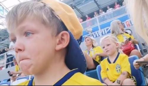 Μουντιάλ 2018: Ο γιος του Μπεργκ δάκρυσε βλέποντας τον πατέρα του στο γήπεδο (vid) | Pagenews.gr