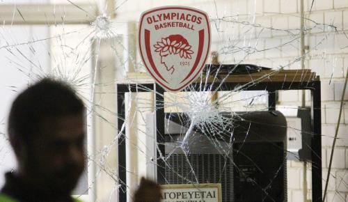 Ολυμπιακός – Παναθηναϊκός: Επεισόδια και μολότοφ στο ΣΕΦ | Pagenews.gr